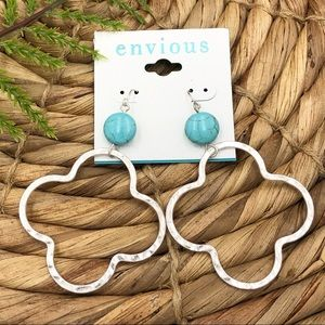 🌼3/$30🌼Quatrefoil Turquoise Bead Dangle Earrings